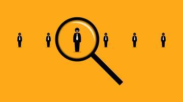 Mit einer Lupe unter vielen anderen Arbeitssuchenden nach dem richtigen Mitarbeiter suchen.