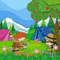 Barn camping ut i regnet