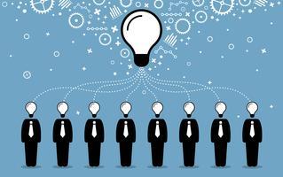 Geschäftsleute, die ihre Ideen, Gedanken und Gedanken zu einer größeren und besseren Idee zusammenfügen.