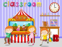 Barn leker i klassrummet