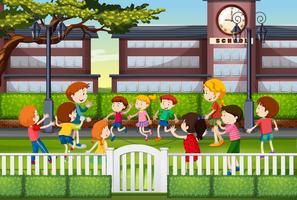 Barn leker på skolgården vektor