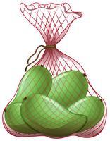 Gröna mango i nätpåse
