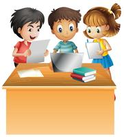 Barn som arbetar på datorn på skrivbordet vektor