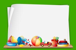Papierschablone mit Spielwaren im Hintergrund