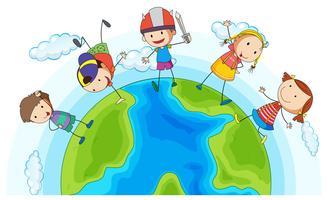 Viele Kinder spielen um die Erde