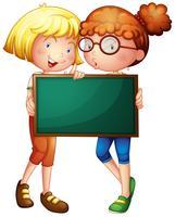 Två tjejer med en grön tavla