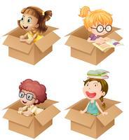 Små tjejer i kartonger