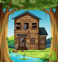 Förstört hus i skogen