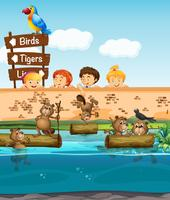 Barn tittar på bäver i djurparken vektor