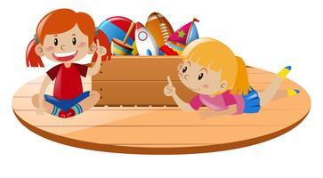 Mädchen spielen Spielzeug auf dem Boden
