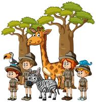 Barn i safari outfit med många djur