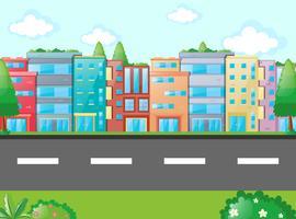 Scen med många byggnader längs vägen