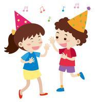 Pojke och tjej sjunger på fest