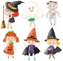 Pojkar och tjejer i halloween kostymer vektor
