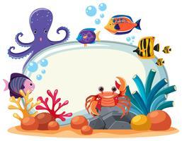 Grenzschablone mit vielen Seetieren Unterwasser vektor