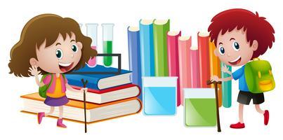 Junge und Mädchen mit Büchern im Hintergrund
