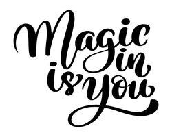 Magi är i dig. Trendigt handbokstäver citationstecken, mode grafik, konsttryck för affischer och hälsningskort design fras. Kalligrafisk isolerad text. Vektor illustration