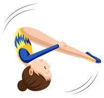 Kvinna i gymnastik kostym flipping