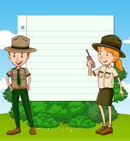 Zwei Parkwächter und Papierschablone
