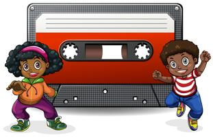 Pojke och tjej med kassettband