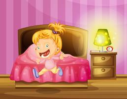 Liten tjej kör i sovrummet