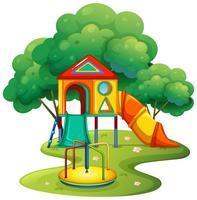 Lekplats med glid och rondell
