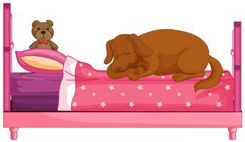 Hund, der auf rosafarbenem Bett slepping ist