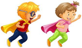 Junge und Mädchen, die Helden spielen