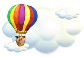 Barn som flyger på ballong i himlen
