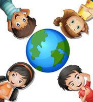 Fyra lyckliga barn och runda jorden vektor