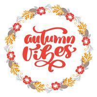Autumn Vibes-Kalligraphie-Beschriftungstext im Rahmen von Niederlassungsblättern und -blumen. Vector die illustrierte Typografie, die auf weißem Hintergrund für Grußkarte lokalisiert wird. Positives Zitat. Handgezeichnete moderne Bürste. T-Shirt-Druck