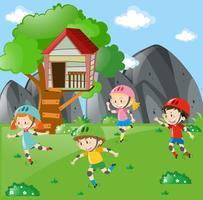 Barn rullskridskoåkning i trädgården
