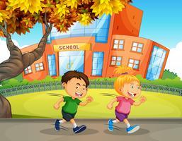 Barn som kör framför skolan