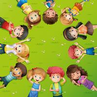 Barn som ligger på gräset vektor