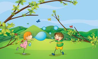 Kinder, die Schlagblasen spielen