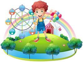 En pojke nära en nöjespark