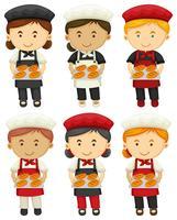 Manliga och kvinnliga bagare med bakat bröd