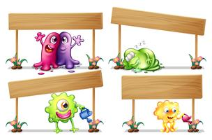 Holzschilder mit vielen Monstern