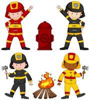Feuerwehrleute und viele Ausrüstungen