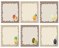 Fyrkantiga etiketter i grått med frukter