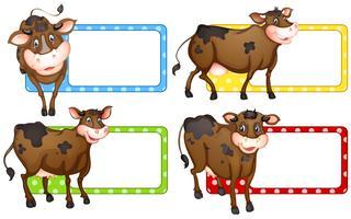 Quadratische Etiketten mit braunen Kühen vektor