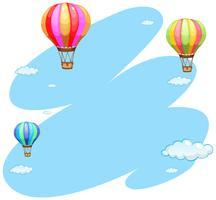 Hintergrundschablone mit drei Ballonen im Himmel