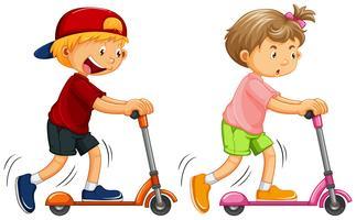 Pojkar Spelar Kick Scooter på vit bakgrund vektor