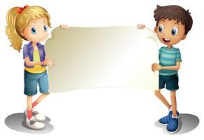 Ein Mädchen und ein Junge, die eine leere Fahne halten