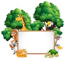 Träram med många djur i skogen vektor