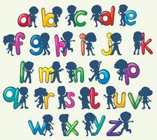 Kinder mit englischen Alphabeten