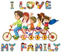 Familie zusammen auf dem Fahrrad fahren