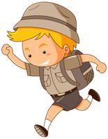 Junge im Safari-Kostüm läuft