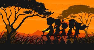 Silhuett scen med familj cykel