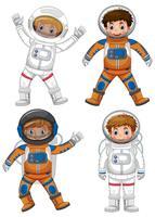 Fyra astronauter på vit bakgrund